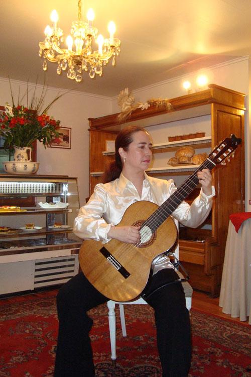 Concierto como solista Café L'ART, Santiago, Julio 2009.